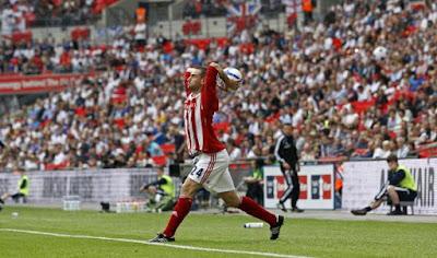 Serba-Serbi Seputar Lemparan Ke Dalam Di Sepak Bola