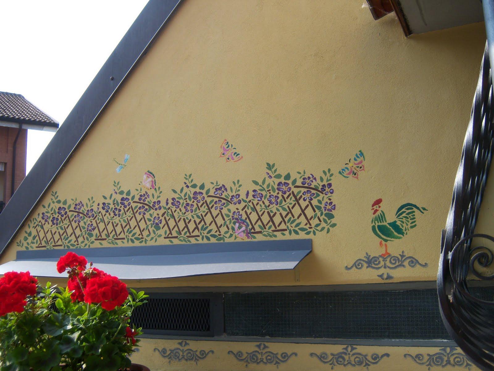 Fattodagio stencil su muro esterno for Decorazioni muro