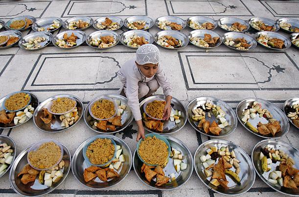 Makan lepas Maghrib atau sebelum Maghrib