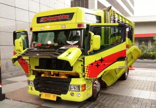 gambar modifikasi truk fuso ala transformer