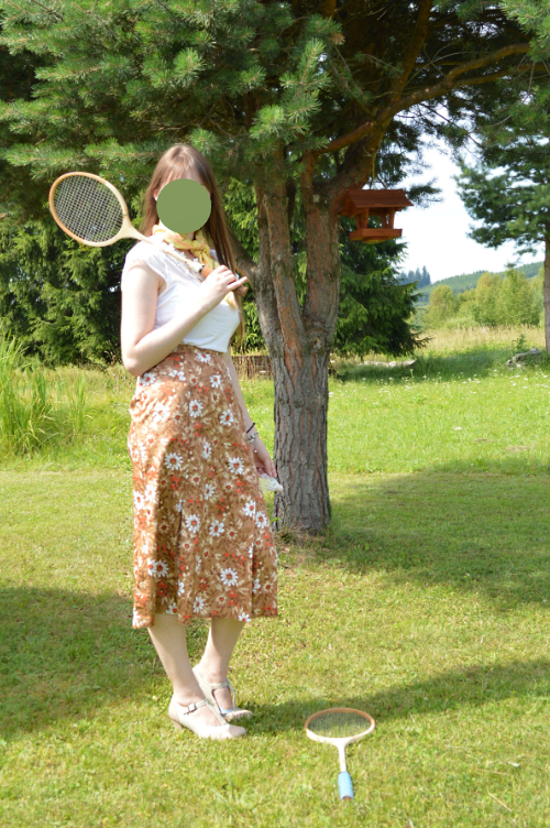 vintage, ootd, outfit, badminton, skirt, T-shirt, H&M, floral, white, 1950s, Deichmann