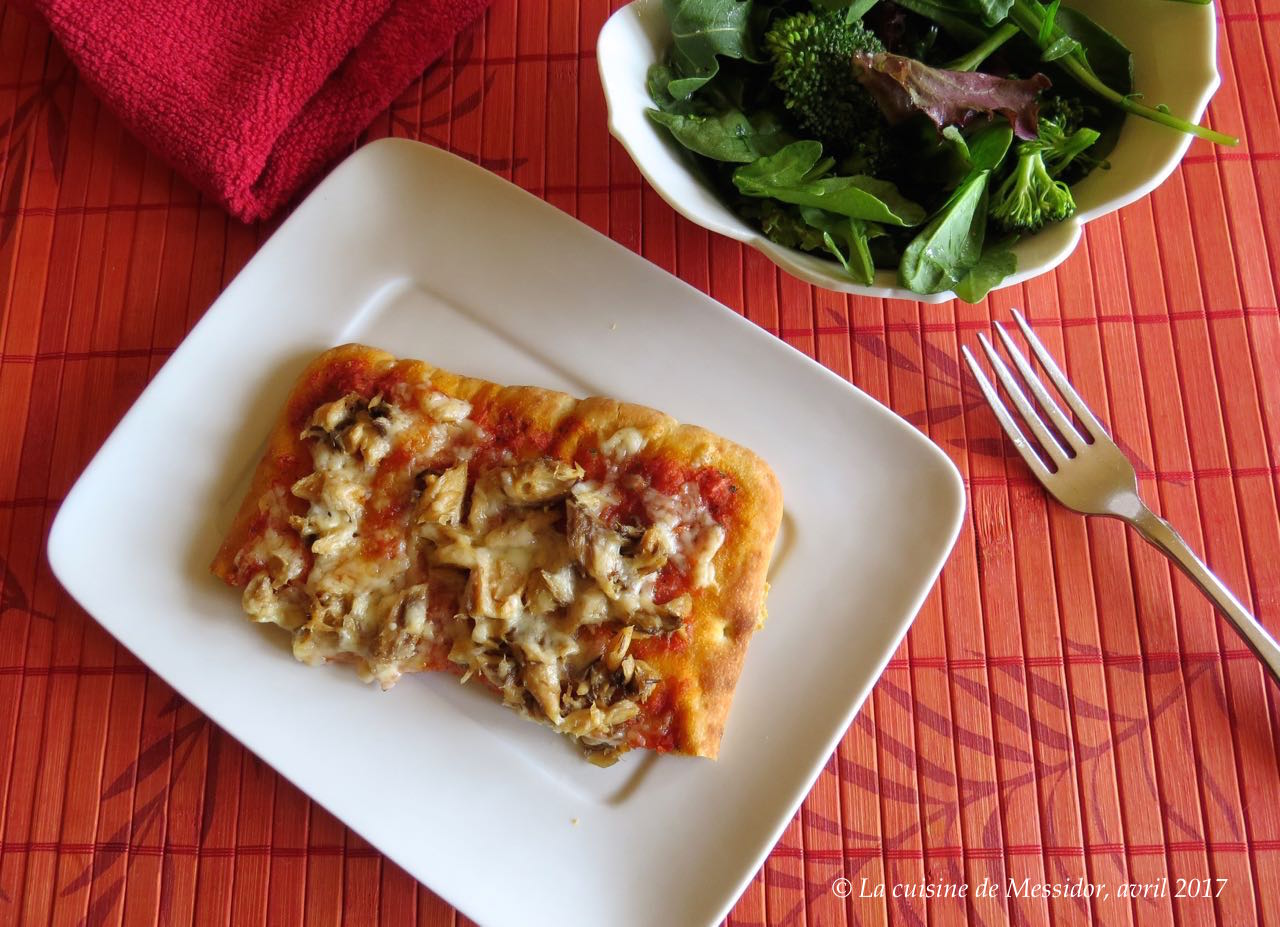 la cuisine de messidor pizza au poisson et sauce tomate express. Black Bedroom Furniture Sets. Home Design Ideas