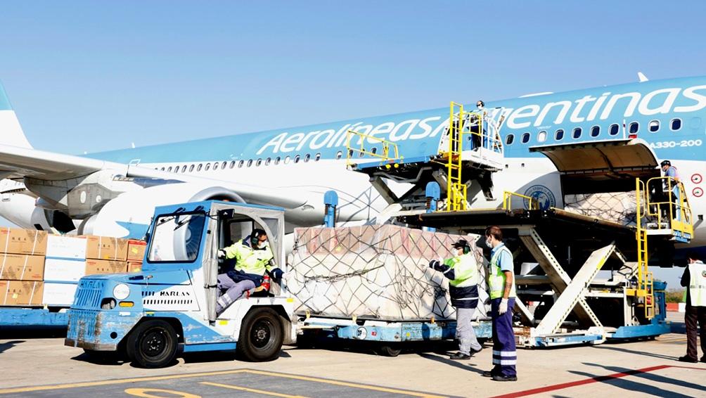 Llegó desde China el segundo vuelo con 14 toneladas de insumos médicos