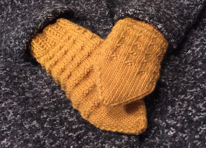 Lapaset Adlibris Felting Wool -kaksoisjoustin ja vohvelineule välikerroksilla