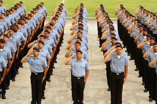 militar em fila