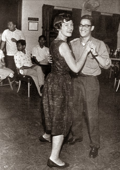 64 Historical Pictures you most likely haven't seen before. # 8 is a bit disturbing! - Bruce Lee on a dance floor