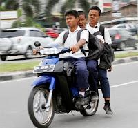 Tidak memakai helm saat berkendara sangat berbahaya