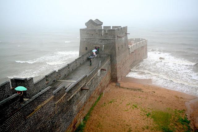 Шаньхайгуань - место, где Китайская стена уходит в море