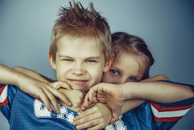 Geschwister streiten sich