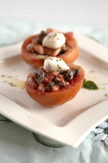 Pomodori con mozzarelle di bufala e origano