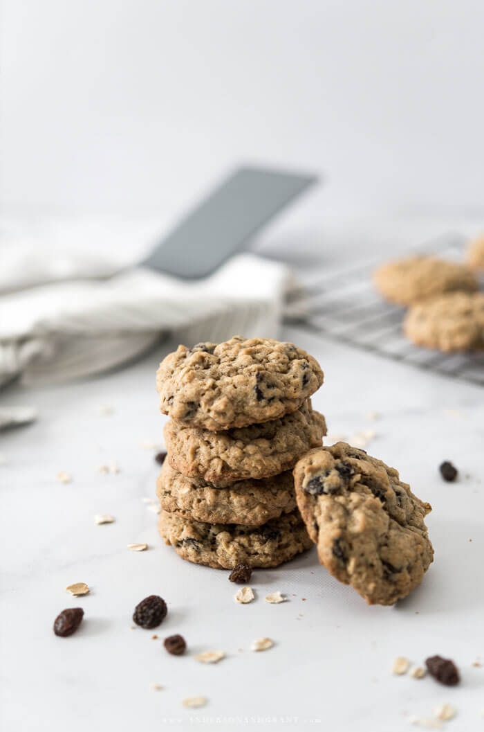 Tips for baking oatmeal raisin cookies
