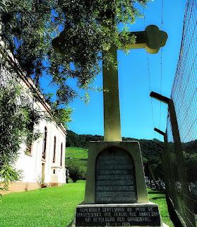 Monumento aos Heróis Mortos no Combate de Travesseiro (RS)
