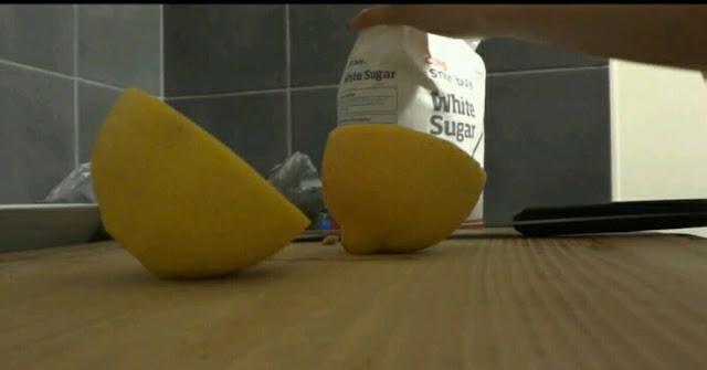 Mencerahkan wajah dengan jeruk lemon