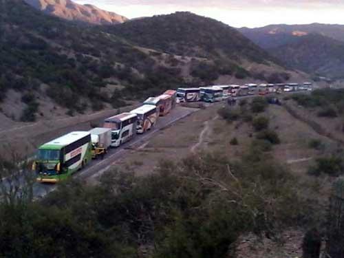 Choferes inician desde hoy bloqueo indefinido en la ruta Cotagaita - Villazón