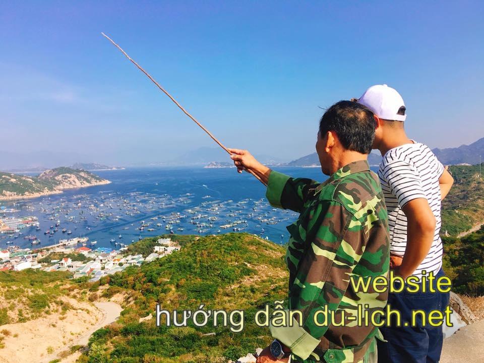 Muốn ra đảo Bình Ba, bạn phải đi tàu, chỉ người Việt