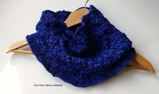Con hilos, lanas y botones: Amphora Cowl