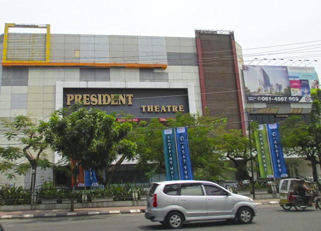 "Sebuah bioskop yang pernah jaya di era 90-an: ""President Theatre"" tempat memutar  film berkelas yang berada di Deli Plaza, Jl. A. Yani Medan"