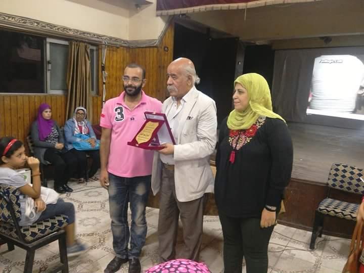 ( نور الشريف ) يكرم (فاروق عبد الخالق)  بمركز شباب روض الفرج