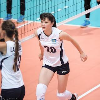 Foto Sabina Altynbekova berkeringat