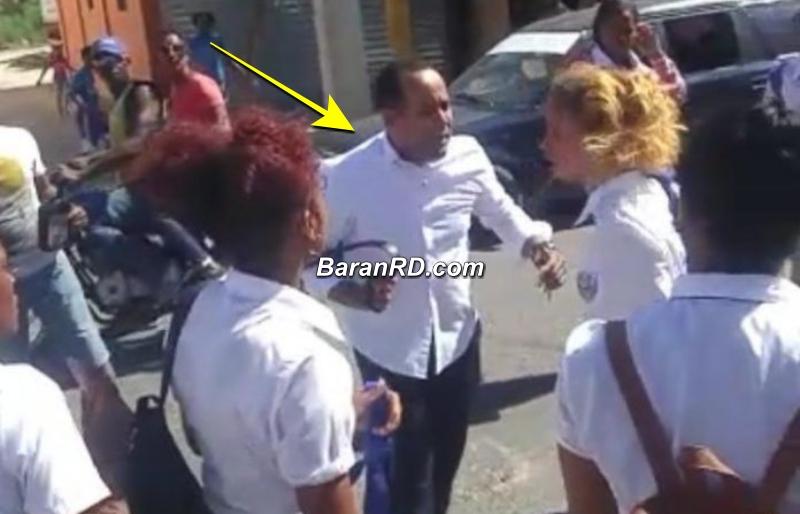 Video: Hombre agrede a correazos a compañera de clases que peleaba con su hija en Santo Domingo Oeste