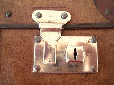 maletas antiguas de cartón color marrón