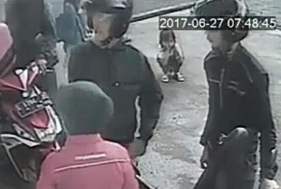 Video Detik-Detik Anak Kecil Terlindas Mobil di SPBU Caracas