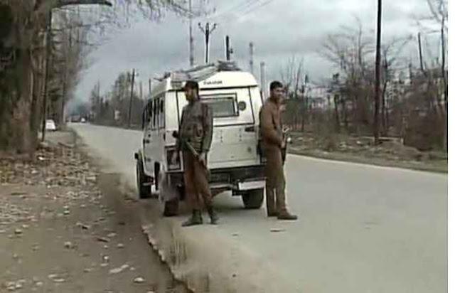 जम्मू-कश्मीर के पंपोर में आतंकी हमला, मुठभेड़ में 11 जवान घायल