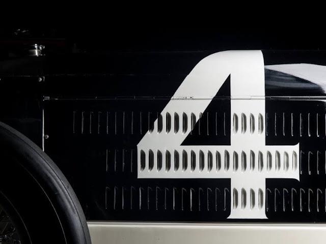 Cotxe Miller 91 de 1926 pintat amb el número 4.