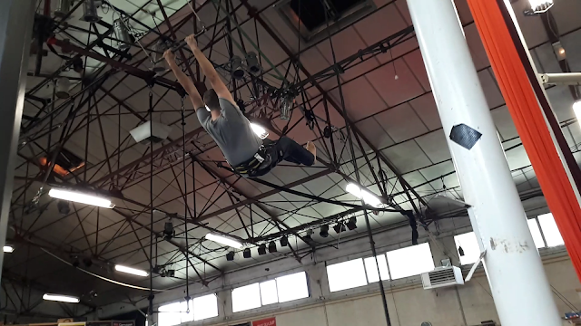Bjorn Troch The social traveler on a Trapeze in Auch