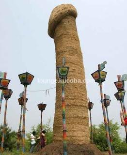 Monumen Aneh di Cina