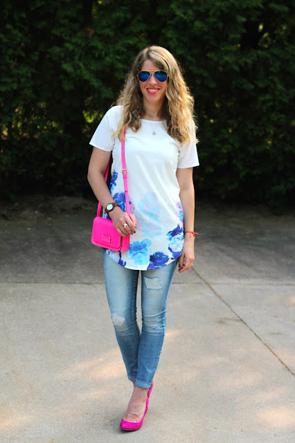 floral tunic with distressed jeans and pink heels