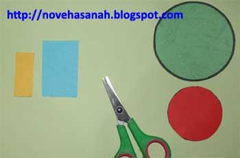persegi kecil dan besar akan digunakan untuk membuat bentuk paruh dan ekor burung lucu kita nantinya