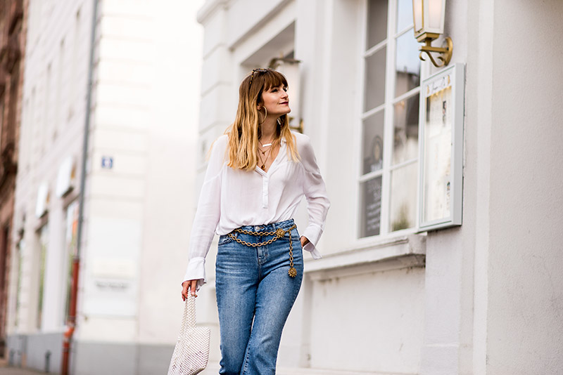 parisienne-look-fashion-jeans-flare-topshop-inspiration-fashion-icon-vintage-crop-top-french-blogger-espadrilles-compensées-blanches-castaner-outfit-idea-2018-edgy-fall-outfit-ideas-2018