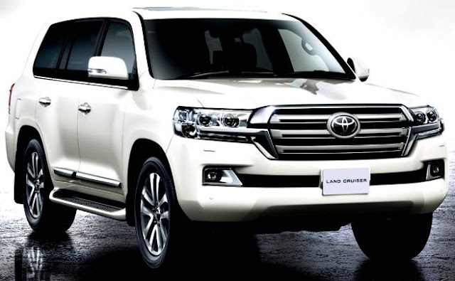 Toyota Land Cruiser 200 2017 white