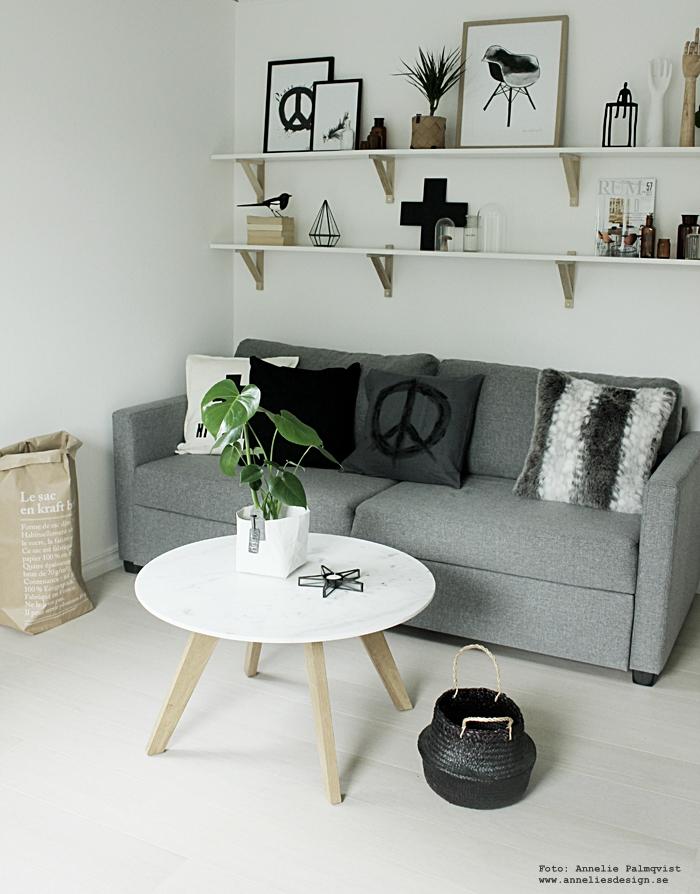 ljusstake, ljuslykta, sommarrea, rea, erbjudande, webbutik, webbutiker, webshop, inredning, nettbutikk, annelies design, poster, posters, print, prints, konsttryck, svartvit inredning, svart och vitt, svartvita, korg, korgar, gästrum, gästrummet, vardagsrum, vardagsrummet, bäddsoffa, tygsoffa, soffa, hylla, hyllor, ikea, vitt golv, le sac en papier, skata, förvaringspåsar, förvaring, kuddar, marmor bord, monstera, tavla, tavlor,