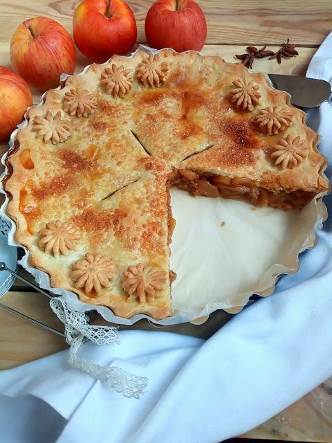 Tarta de manzana americana. American apple pie. Postre, canela, azúcar, rico, fácil, con fruta, en el horno, masa quebrada. Cuca