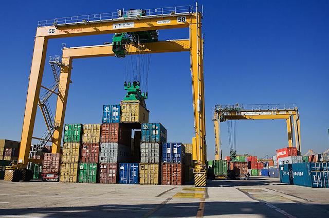 Container Crane Terbesar Di Pelabuhan Tanjung Perak Surabaya Telah Beroperasi