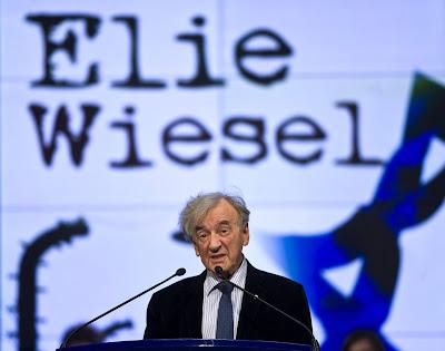 """La muerte del premio Nobel de la Paz en 1986 y superviviente del exterminio nazi contra los judíos, Elie Wiesel, nacido en Rumania en 1928, fue comunicada en la noche del sábado por el Museo del Holocausto, Yad Vashem, en Jerusalén, a través de su cuenta de Twitter, sin ofrecer más precisiones .""""A lo largo de toda su existencia luchó por preservar la existencia judía y la creación judía después del Holocausto"""", aseguró Avner Shalev, director del Museo del Holocausto de Jerusalén, citado por la agencia Efe. Su fallecimiento ha conmocionado a la sociedad israelí, donde contaba con un reconocimiento generalizado."""