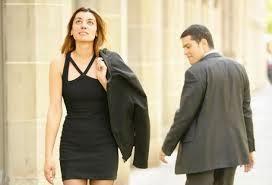 Que observen con cara de mañosos a otras mujeres en su delante