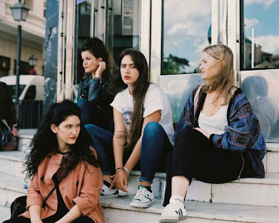 "HINDS ""Easy"""
