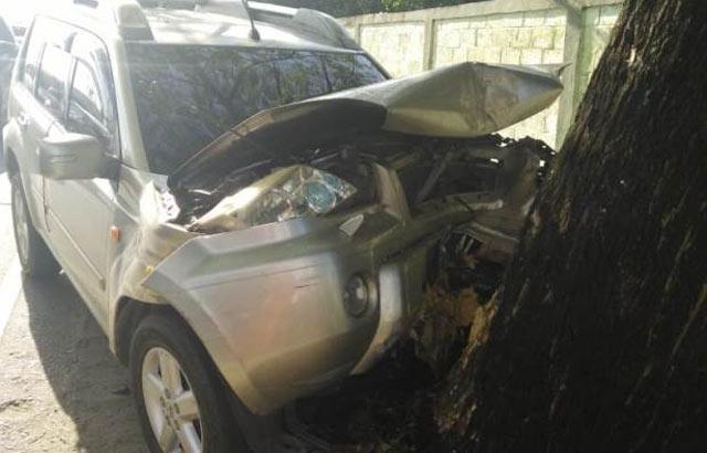 Seorang sopir mobil X-Trail warna silver DA8034AL tewas meregang nyawa usai mobil yang dibawanya menabrak pohon di depan Markas Rindam VI Mulawarman, Landasan Ulin Banjarbaru, Kamis 28/3/2019 pagi tadi.