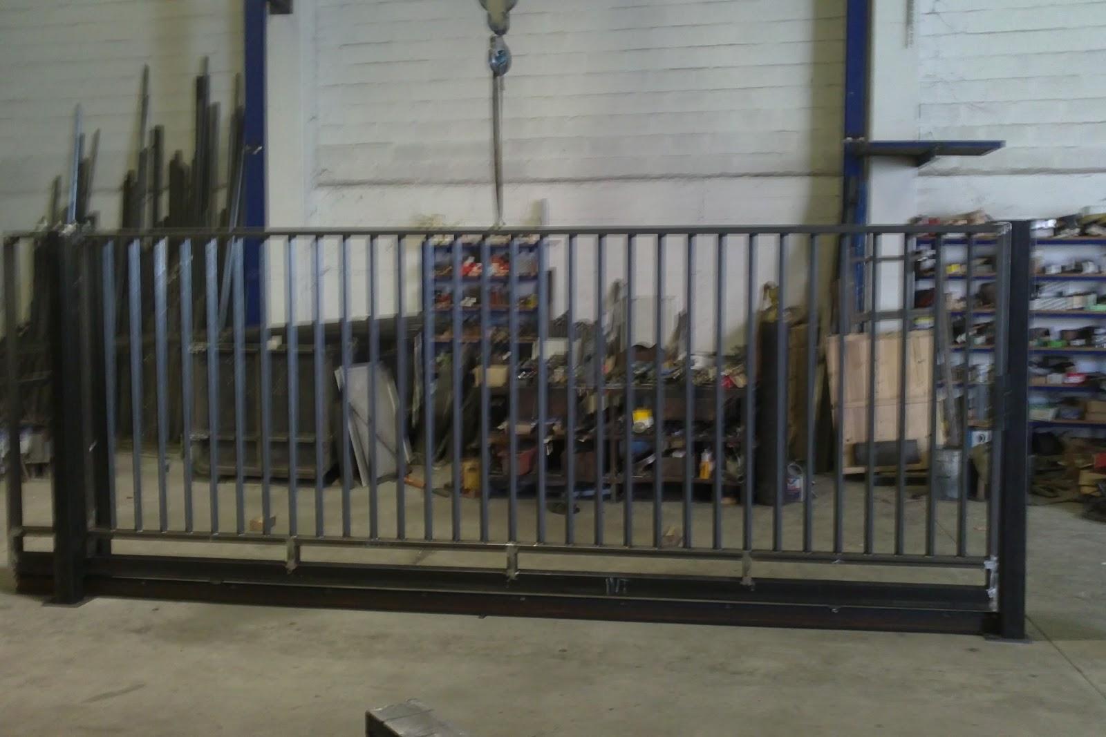 Talleres montiel puerta corredera de finca for Puerta corredera de taller