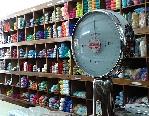Creative guide to colorful Porto - Yarn shopping | Happy in Red