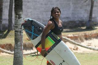 Surfista morre após ser atingida por raio em praia de Fortaleza