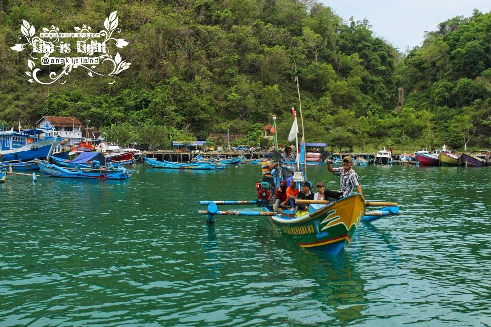 perahu pantai sadeng