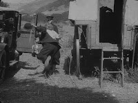 """Кадр из фильма Чарли Чаплина """"Скиталец"""" (1916) - 22"""