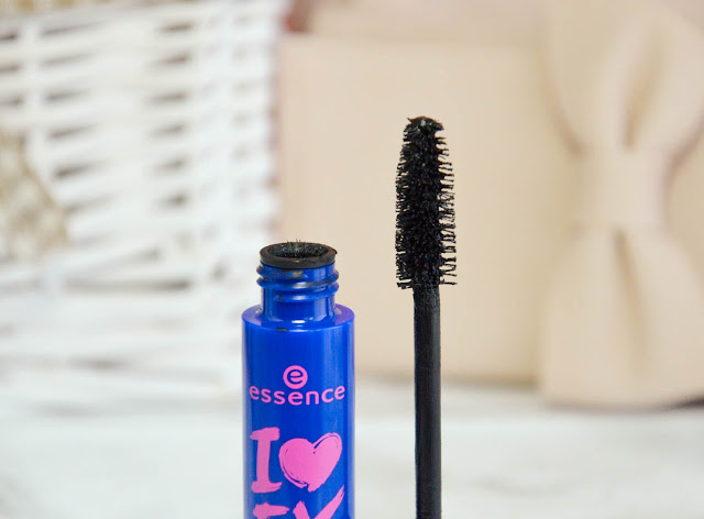 Lana Talks | Essence I Love Extreme Volume Mascara Waterproof