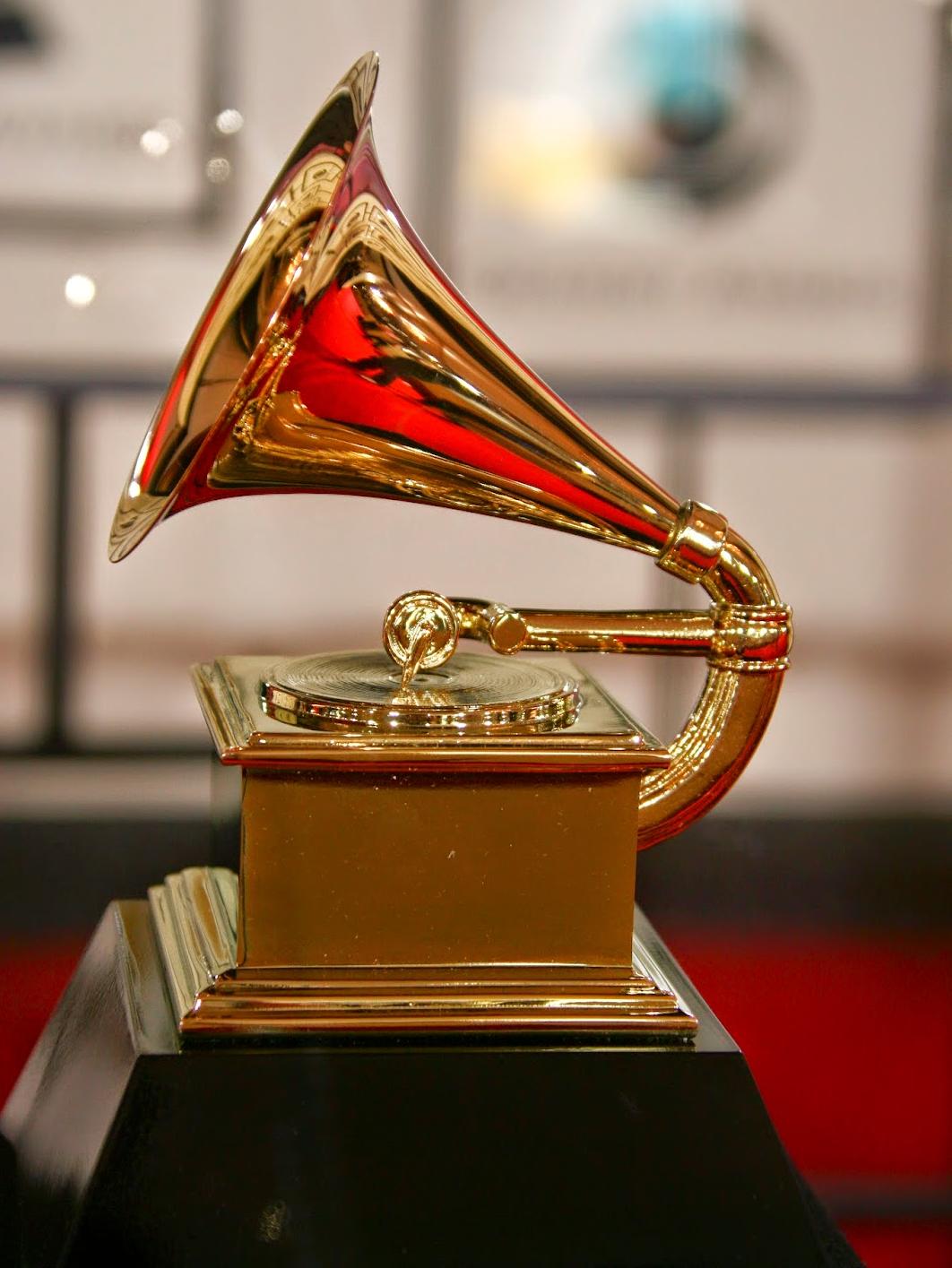 Average Socialite Trade 57th Annual Grammy Awards & 174 La