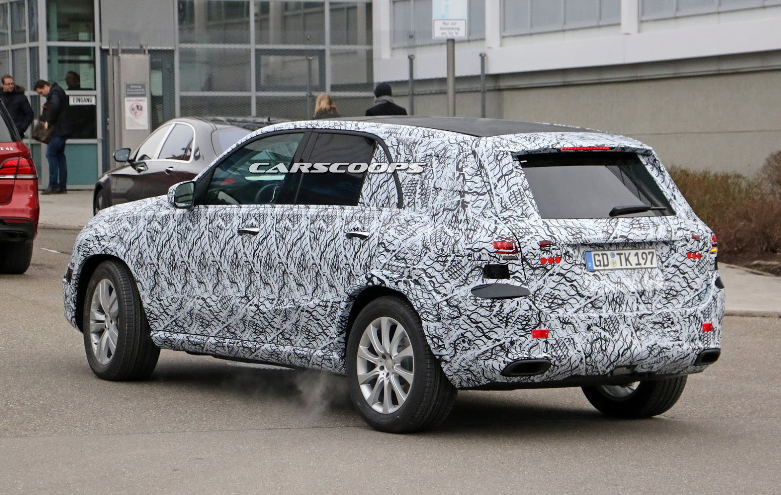 2019 mercedes benz gle sheds more camo and shows off its for Mercedes benz gle 2019