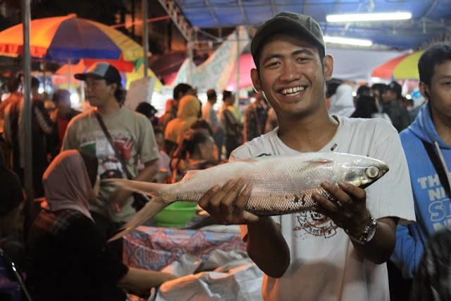Pasar Bandeng, Merawat Warisan Wali Hingga Kemandirian Ekonomi Masyarakat Pesisir